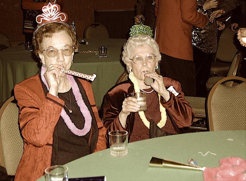 Como todos sabréis al equipo de Retro Memories nos encanta travestirnos por nochevieja para celebrar el éxito de nuestro blog.